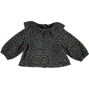 Blusa animal print con botones de volantes en el cuello y la espalda